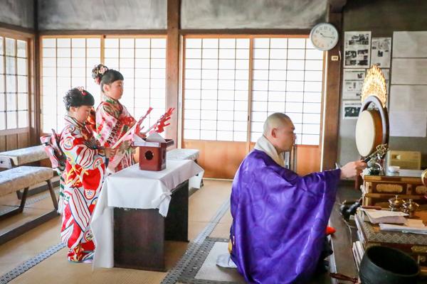 八事山興正寺で七五三の前撮り ご祈祷シーンの写真