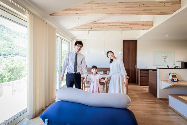 新築のご自宅で家族写真 出張撮影