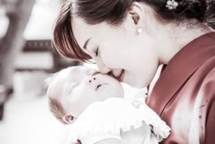 初宮参り 名古屋市 着物姿のママと赤ちゃん