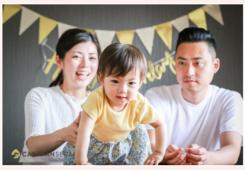 自宅で家族写真 出張撮影 1歳のお誕生日記念