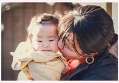 赤ちゃんとママ 冬の屋外